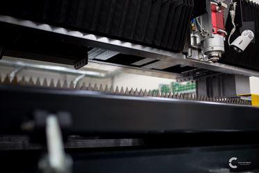 Testa laser Penta Fiber Head by Cutlite Penta e Motori Lineari Direct Drive serie IC di KOLLMORGEN