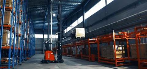 Kollmorgen NDCSolutions, High Reach AGV nella produzione di pannelli solari